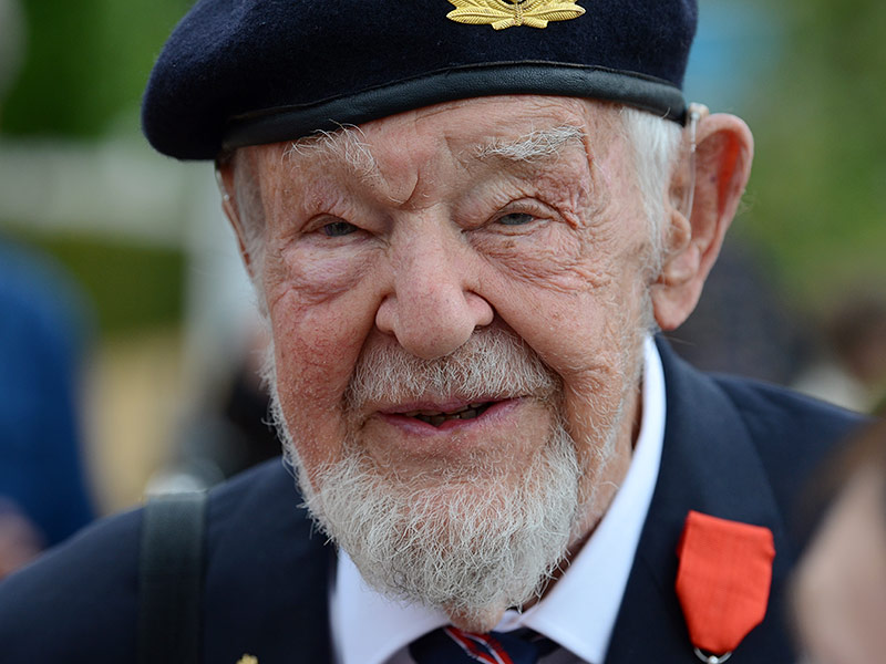 Richard Llewellyn, 93, veteran of the Allied D-Day invasion of Normandy